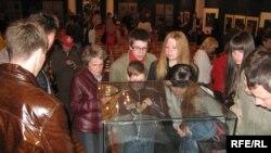 В белорусском Гродно этой ночью знакомились с историческими документами XVIII века