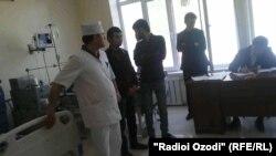 Родные Абдурасула Назарова ждут оформления документов в больнице Караболо