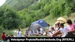 За последние годы сокращение финансирования отразилось и на количестве летних лагерей, которые организовывали Министерство образования или комитет по делам молодежи в разных уголках республики
