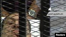 Бывший президент Египта Хосни Мубарак в суде. Каир, 3 августа 2011 года.