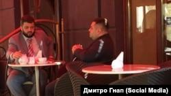 Народний депутат Олександр Грановський п'є чай з прокурором Cергієм Лисенком