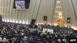 مجلس هفتم روز يکشنبه با برگزاری آخرين جلسه علنی اش به کار خود پايان داد. (عکس از AFP)