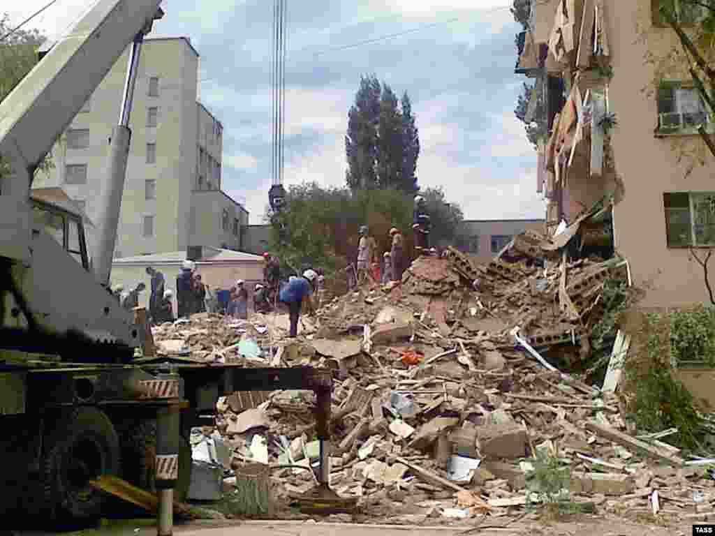 В Астрахани обрушилось здание общежития, есть пропавшие без вести