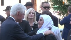 Clinton, Vucic Arrive For Srebrenica Ceremony