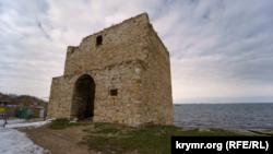 Доковая башня в Феодосии, февраль 2021 года