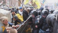 Tymoshenko Supporters Clash With Police In Kyiv