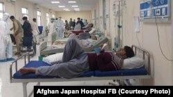افراد مبتلا به ویروس کرونا در شفاخانه افغان جاپان در کابل