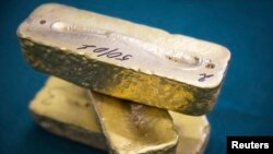 Ақмола облысындағы алтын өңдіретін зауытта өңделген алтын құймалары. (Көрнекі сурет)