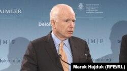 Senatorul John McCain