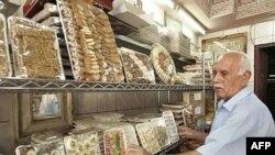 بازار شیرینی در عراق و بسیاری دیگر از کشورهای اسلامی طی ماه رمضان داغ است.