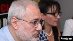 Վահան Հովհաննիսյանը եւ Լիլիթ Գալստյանը մամուլի ասուլիսում: