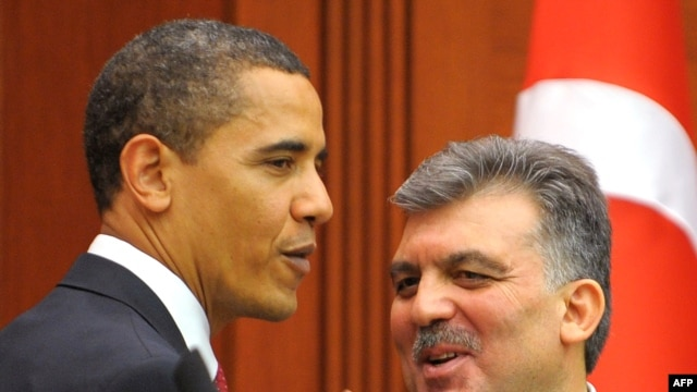 Turkey -- President Abdullah Gul (R) with his US counterpart Barack Obama at a press conference in Ankara, 06Apr2009