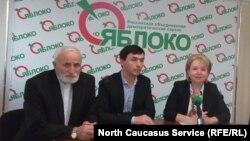 "Слева направо: деятели ""Яблока"" Сидаков, Газзати, Слабунова"