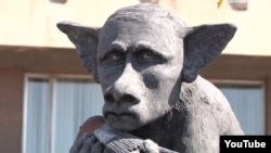 Памятник президенту России.