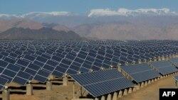 یک نیروگاه خورشیدی در چین