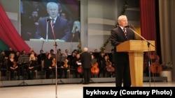 Пётар Руднік выступае на мерапрыемстве да Сьвята працы, Магілёў, 2012