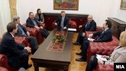"""Средба на претседателот на Ѓорге Иванов со членовите на неформалната група во ЕП """"Пријатели на Македонија"""""""