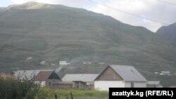 Кытай менен бир нече чакырым чектешкен тээ алыскы Көгарт кыштагында учурда 542 үй-бүлө тиричилик кылууда.