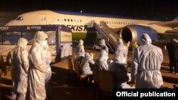 Узбекистанцы, вернувшиеся из Южной Кореи. 1 марта 2020 года.