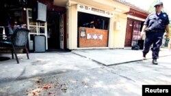 """Policija na mestu napada ispred kafića """"Makijato"""", Žitište, 2.7.2016."""
