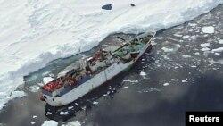 روس: د روسیې بېړۍ سپارټا په د انټارکتیکا سمندر په راس خلیج کې نښتې ده