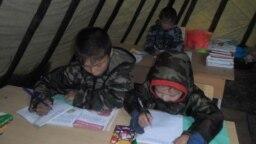 Дети в кочевой школе в Якутии
