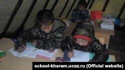 Дети в кочевой школе в Якутии.