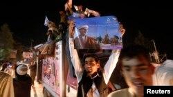 Ооганстан -- Президенттикке талапкер Ашраф Ганинин колдоочулары алдын-ала жыйынтыкка кубанып жатышат. Кабул, 7-июль, 2014.