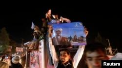 Sprijinitori ai candidatului prezidențial Ashraf Ghani pe străzile de la Kabul la 7 iulie