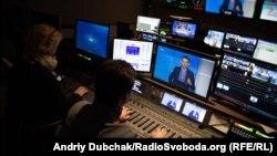 Віталій Портников (на екрані) під час ефіру програми «Ваша Свобода»