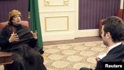 معمر قذافی در حال مصاحبه با تلویزیون رسمی ترکیه، ۱۷ اسفند