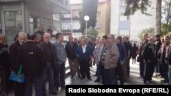 Протест на вработени во некогашниот индустриски гигант од Охрид, фабриката ЕМО.