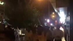 خیابان ولیعصر تهران: «مرگ بر دیکتاتور»