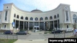 Крим, Севастополь, будівля колишньої Української академії банківської справи