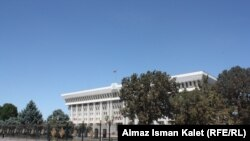 Кыргызстандын легендарлуу парламенти да ошол учурда Ак үйдө иштеген.
