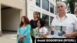 По мнению общественников, делается все для того, чтобы внушительная группа поддержки Гвашева пропустила судебное заедание