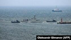 """Ukraynanın """"Nikopol"""" döyüş gəmisi Oçakiv portuna yedəkdə gətirilib"""