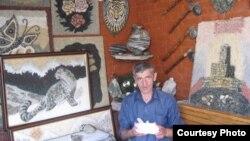 Ахсар Калагов родился и вырос в Казбегском районе Грузии, в Трусовском ущелье: его детство прошло в селении Тъеп среди суровой природы в окружении неприступных скал