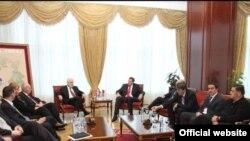 Članovi Vlade Srbije sa predsjednikom RS-a Miloradom Dodikom na dan kad je održana zajednička sjednica vlada RS i Srbije u Banjaluci, 18. mart 2011