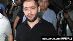 Հայկ Սարգսյանը բերման է ենթարկվում իրավապահների կողմից, 4-ը հուլիսի, 2018 թ.