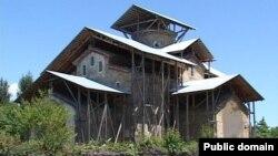 В настоящее время и в Абхазии, и в Осетии происходит укрепление элементов традиционной религии, в первую очередь, культа святилищ. Остается неясным, насколько долговечна тенденция к укреплению традиционной религии, так как в условиях ослабления внешнего давления, она в несколько меньшей степени используется местными элитами для консолидации общества