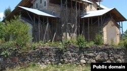 Абхазские ученые предполагают, что храм разбирают по камню наемные рабочие
