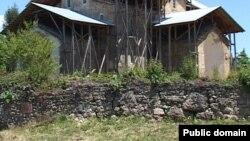 О том, что в Абхазии «черные копатели» проводят в разных местах несанкционированные раскопки, абхазские ученые и сотрудники Государственного музея говорят давно