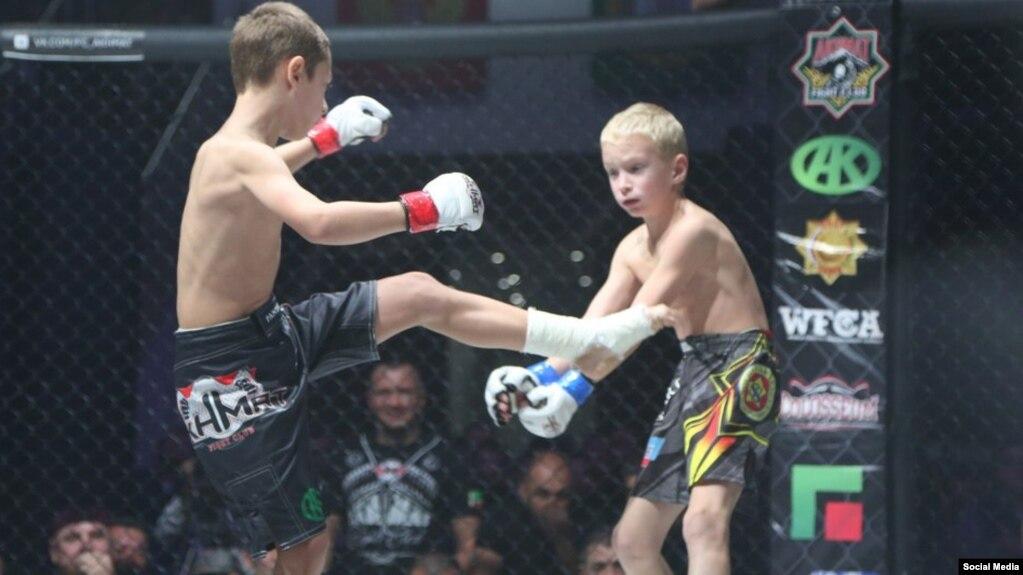 Сыну Кадырова присудили победу в боксе после того, как его начали бить