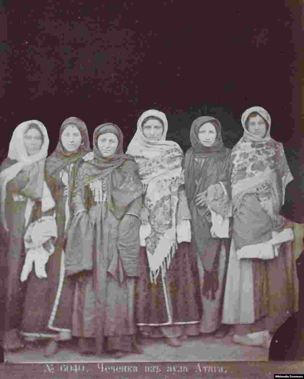Чеченки из аула Атаги. Фотография Д. Ермакова