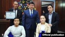 Участники группы «Тумар» с премьер-министром Мухаммедкалыем Абылгазиевым. 26 декабря 2018 года.