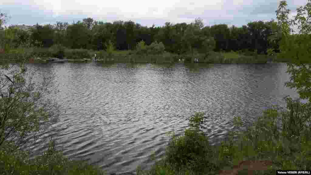 Малое озеро в центральном парке Караганды.