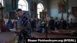Богослужение в соборе ПЦУ в Симферополе, архивное фото