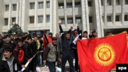 Kyrgyzstan -- People gather in front of the government building to celebrate their victory in Bishkek, 08Apr2010