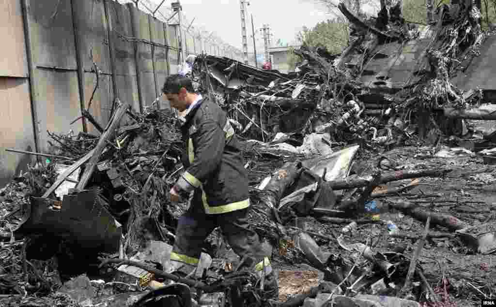 تاکنون چندین مورد از سقوط هواپیمای «ایران - ۱۴۰» یا آتش گرفتن موتور آن گزارش شده است. این هواپیما با مشارکت اوکراین و روسیه در ایران مونتاژ میشود.